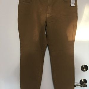 COLDWATER CREEK TAUPE NATURAL FIT SLIM LEG JEANS